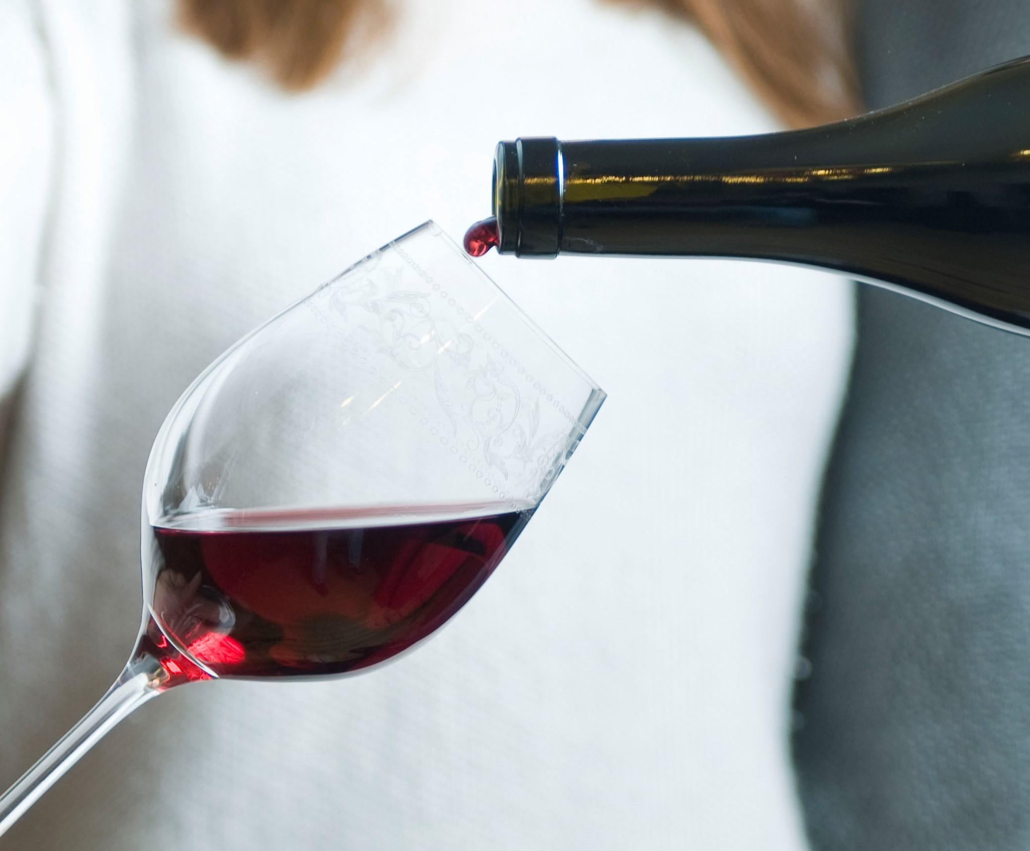 Dégustation du vin au palais. Troisième étape de la dégustation d un vin. Retrouvez tous les conseils et astuces chez votre caviste en ligne Tastavin.