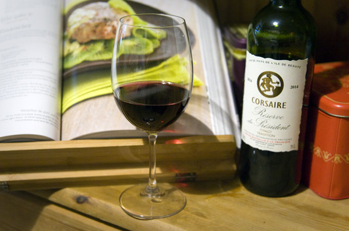 Avis et test - Dégustation vin rouge Corsaire réserve du président sur le blog des vins de votre caviste en ligne Tastavin